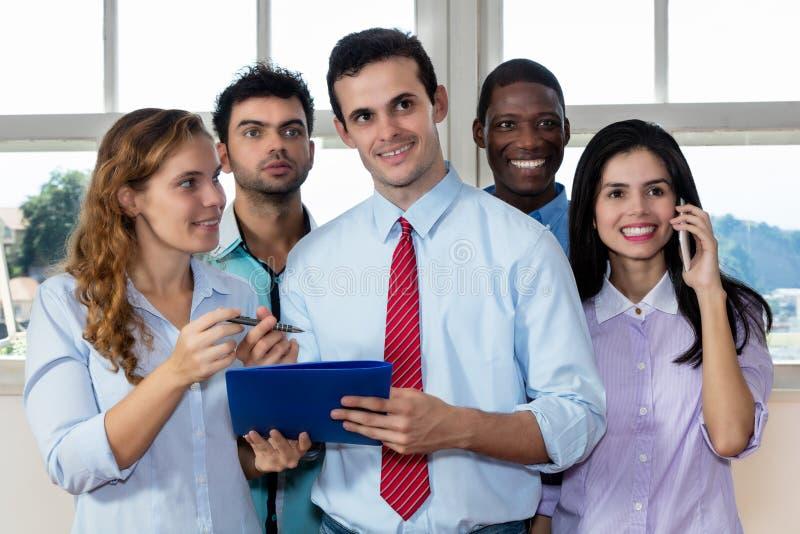 Businessteam international moderne au travail photo stock