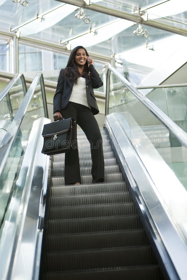 businesswoman escalator στοκ εικόνες