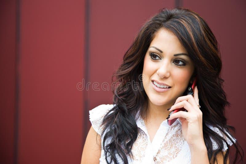 businesswoman hispanic phone στοκ εικόνες με δικαίωμα ελεύθερης χρήσης