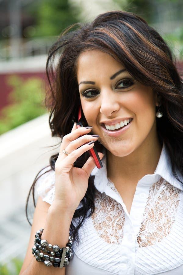 businesswoman hispanic phone στοκ φωτογραφία με δικαίωμα ελεύθερης χρήσης