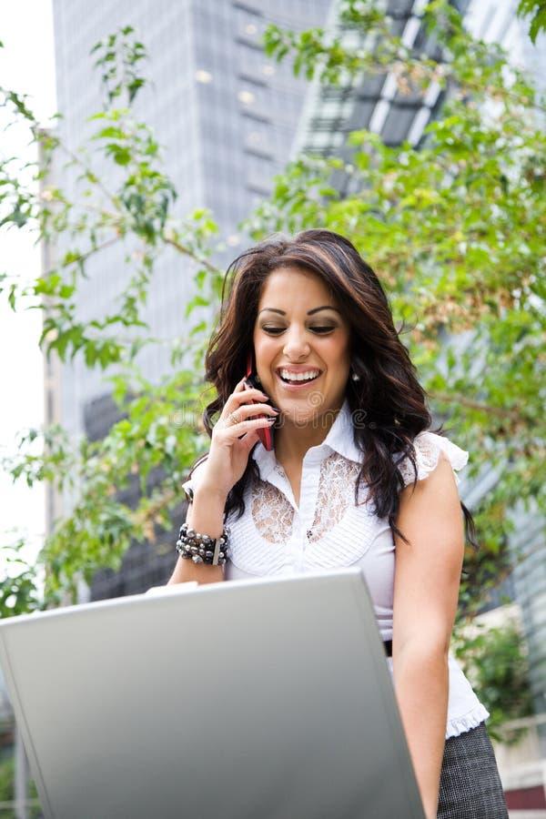 businesswoman hispanic working στοκ εικόνα με δικαίωμα ελεύθερης χρήσης