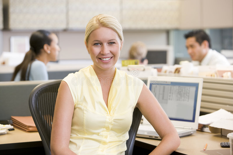 businesswoman kabiny uśmiecha się obraz royalty free
