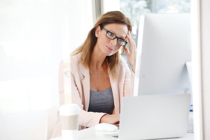 businesswoman podkreślić fotografia stock