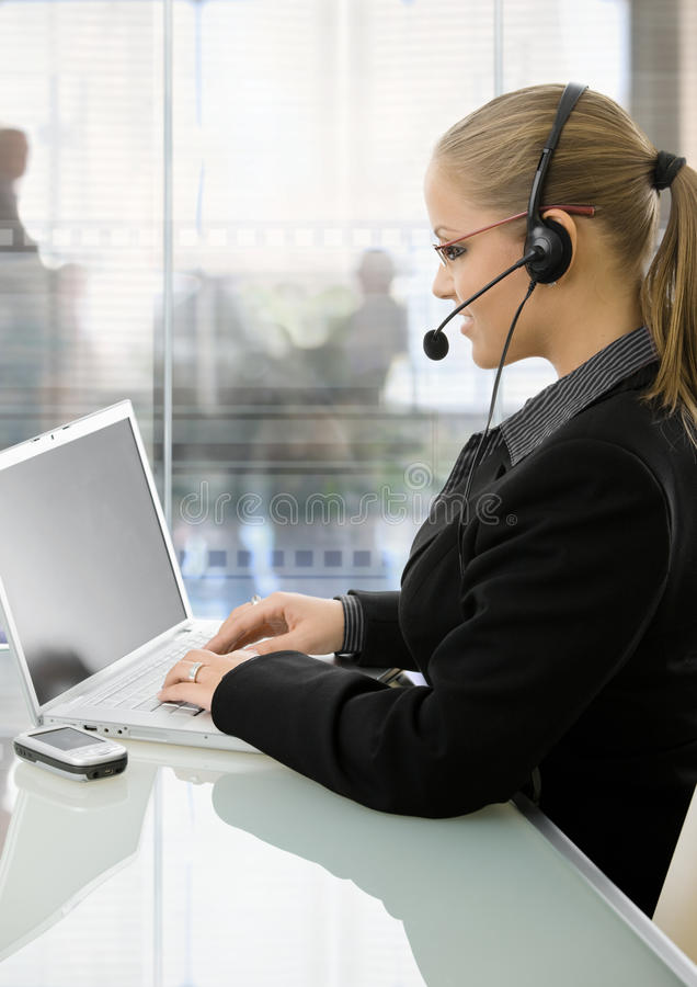 Businesswoman using laptop comouter royalty free stock photos