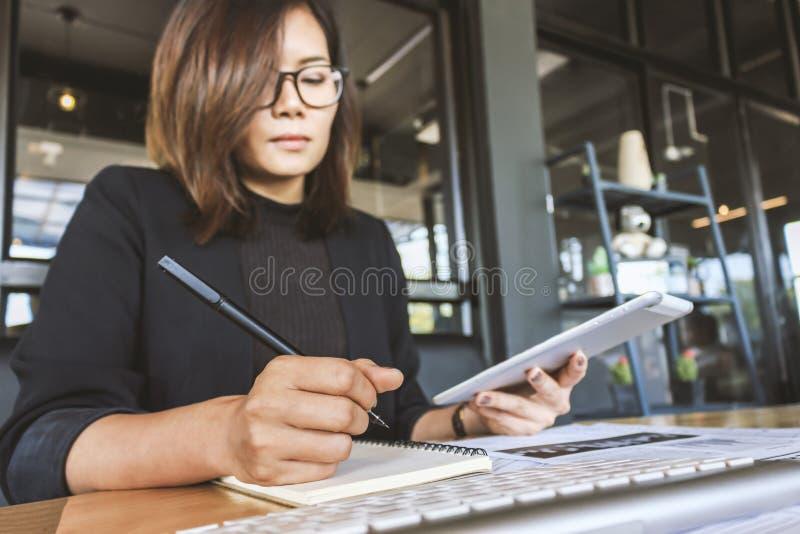 businesswomen stock foto's
