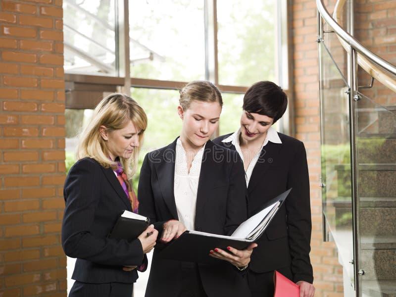businesswomen στοκ φωτογραφία με δικαίωμα ελεύθερης χρήσης