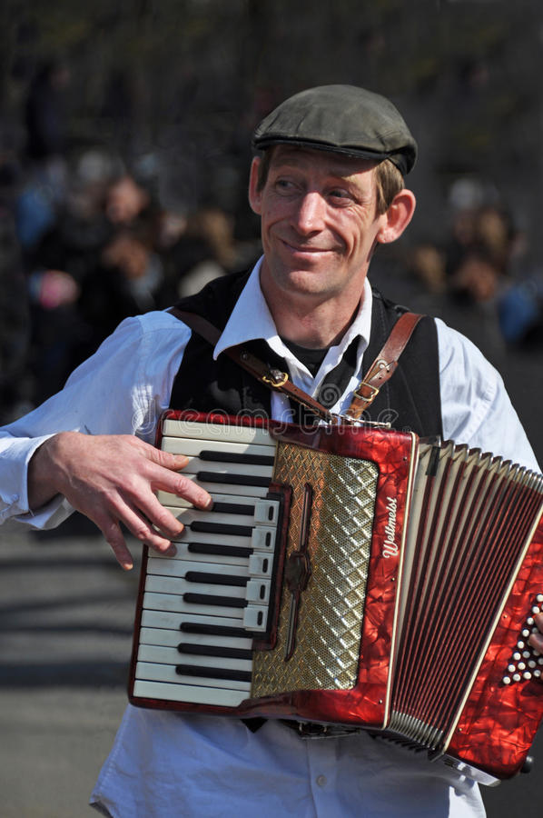Download Busker Playing Piano Accordion In New York Editorial Stock Photo - Image: 17315323