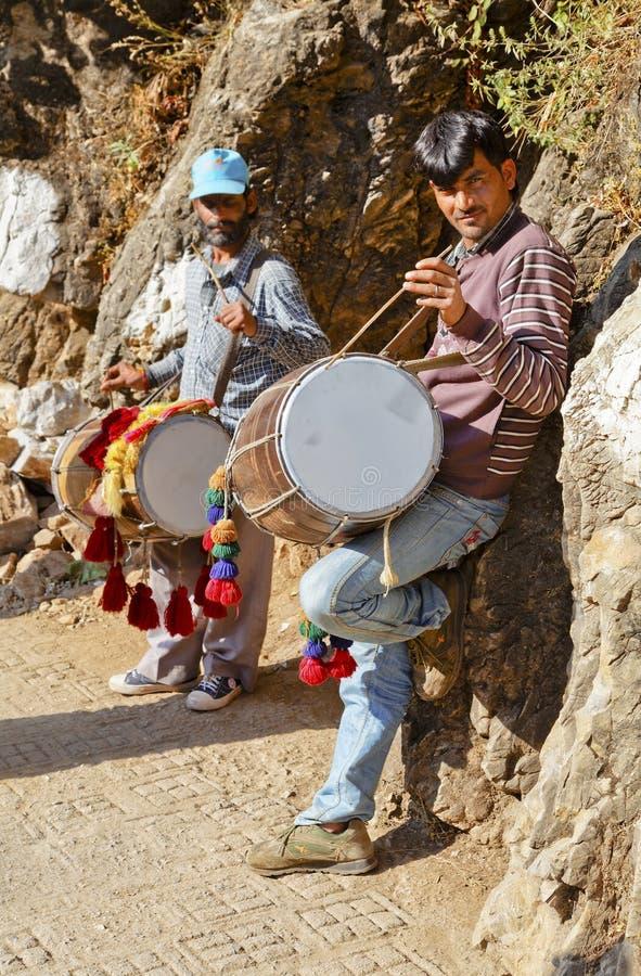 Buskers busking l'Himalaya de Shiva Kodi photo stock