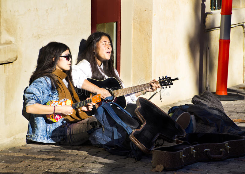 Download Buskers At The Salamanca Mrkets Editorial Image - Image: 54816200