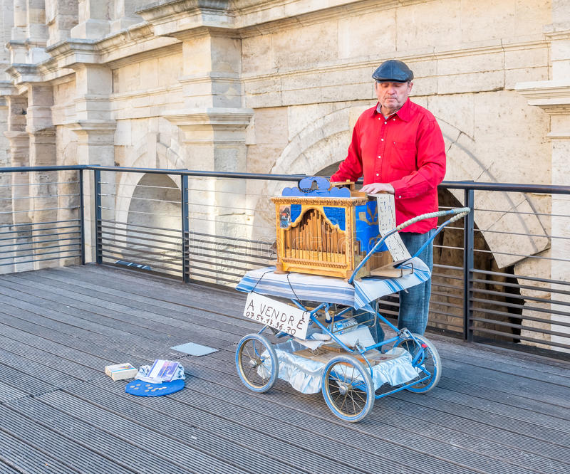 Busking in Arles, Frankreich stockfoto