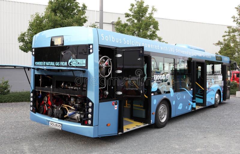 Buss som drivs av LNG naturgas fotografering för bildbyråer