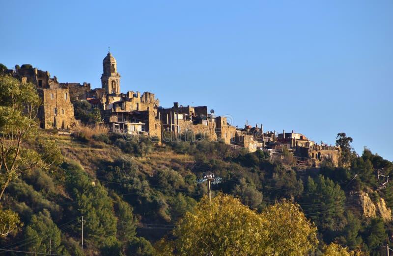 Bussana Vecchia, um país perto de Sanremo em terremotos de Itália em 1887