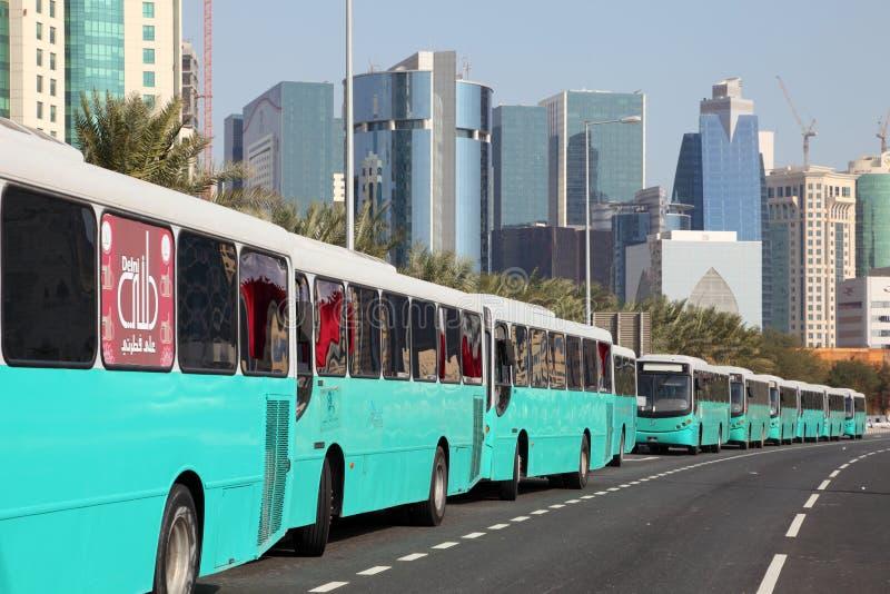Bussar i Doha, Qatar royaltyfri bild