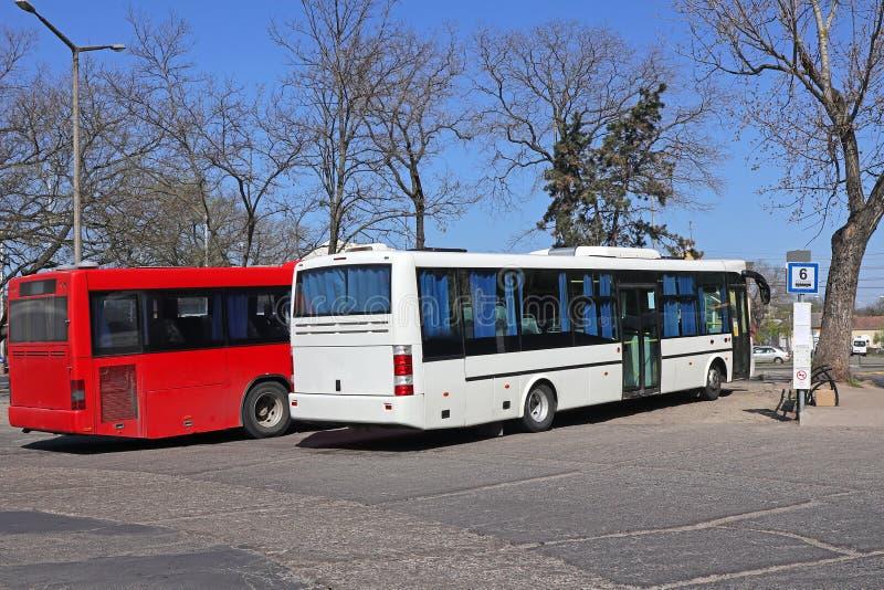 Bussar som står vid terminalen fotografering för bildbyråer