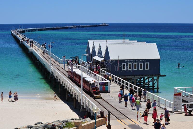 Busselton Jetty mola zachodnia australia z pociągiem obrazy royalty free