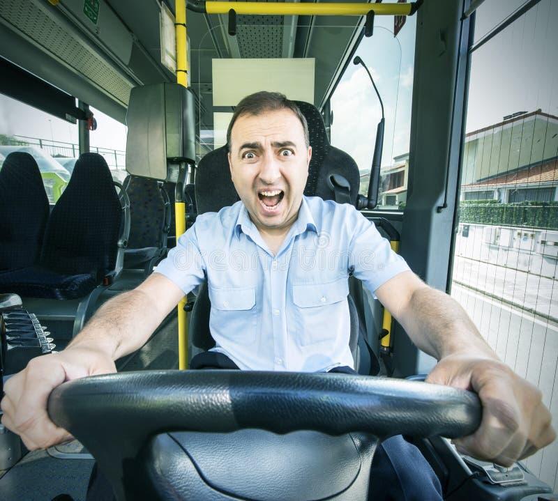 Bussförare med den förskräckta framsidan. arkivfoto