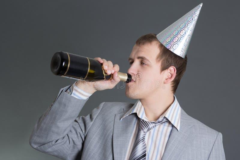 Download Homem De Negócios Bêbedo Com A Garrafa Do Champanhe Sobre O Cinza Foto de Stock - Imagem de beber, champanhe: 29828318