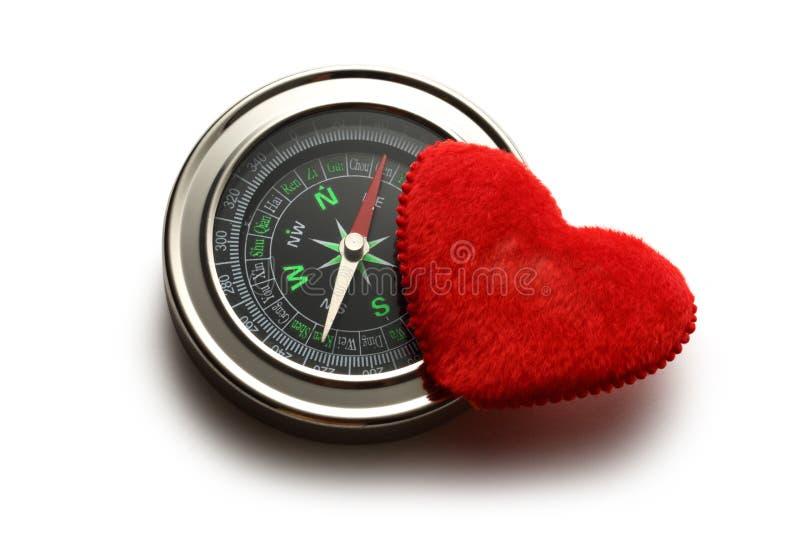 Bussola e cuore rosso fotografia stock libera da diritti