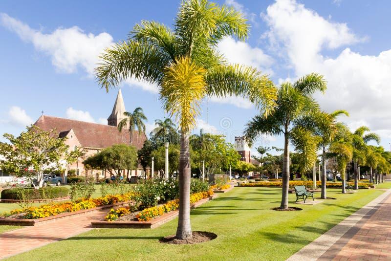 Busspark met de Kerk van Christus en de vroegere van de de kerk nu Zevende Dag van Presyterian St Andrews Adventistenkerk op de a royalty-vrije stock foto