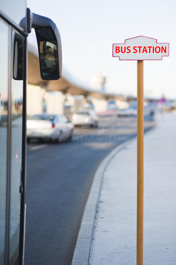 bussstation arkivfoton
