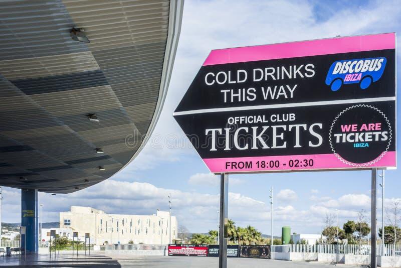 Bussstation, discobusibizatecken, stad av Sant Antoni, Ibiza isl royaltyfria foton