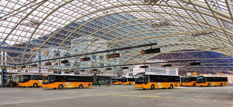 Busstation in de stad van Chur in Zwitserland royalty-vrije stock foto's