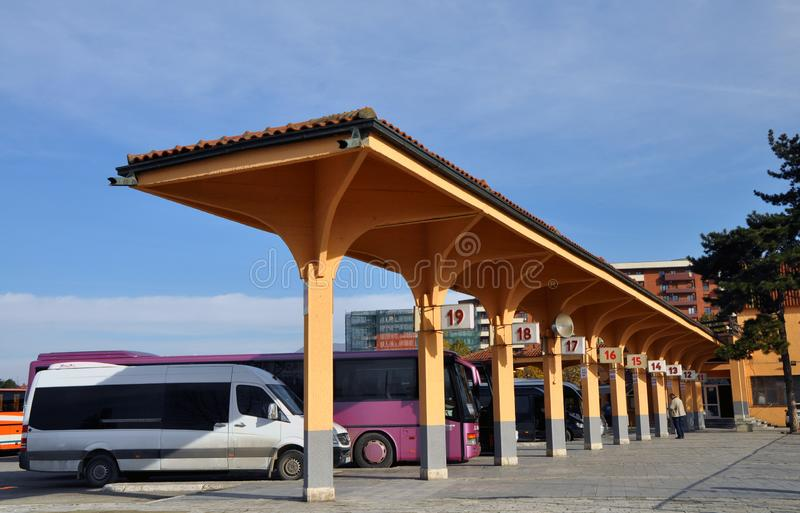 Busstation in Prizren stock foto's
