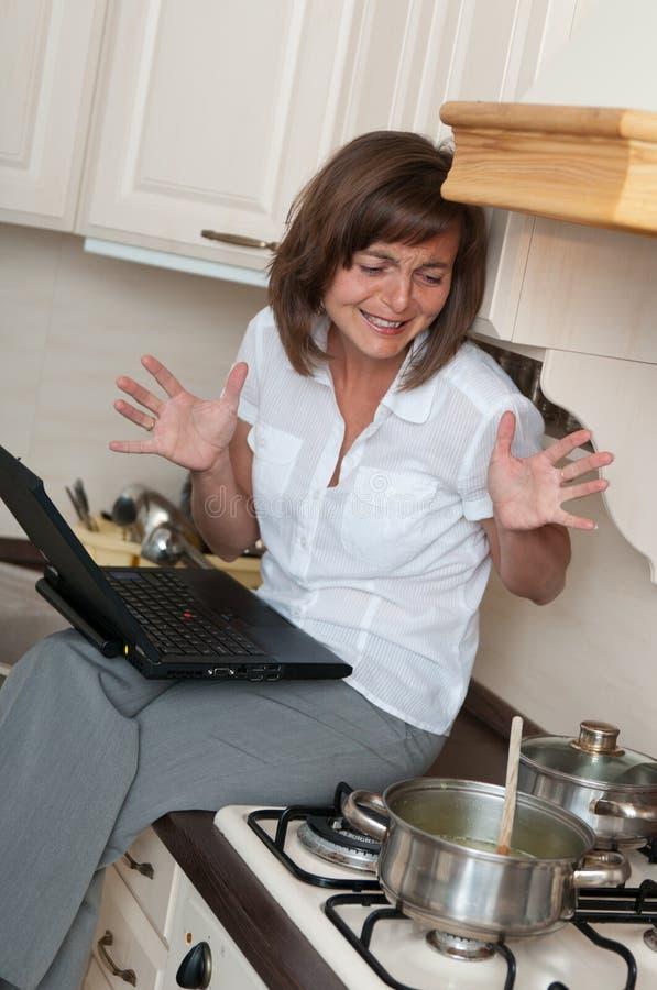 Bussy Frau Arbeit Zu Hause Stockfoto Bild von