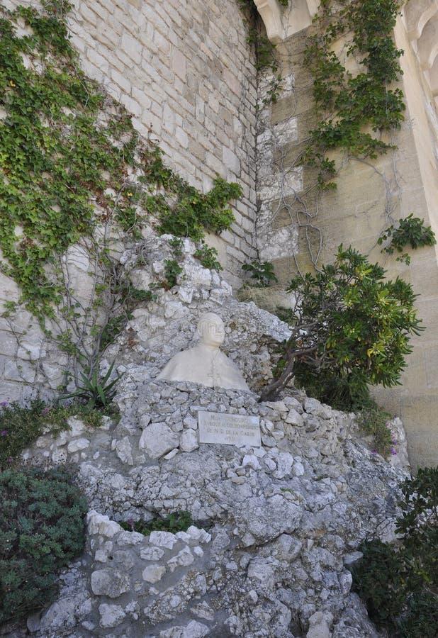 Bust sulpture de la basílica Notre Dame de la Garde o el patio de Nuestra Señora de la Guardia de Marsella Francia fotos de archivo libres de regalías