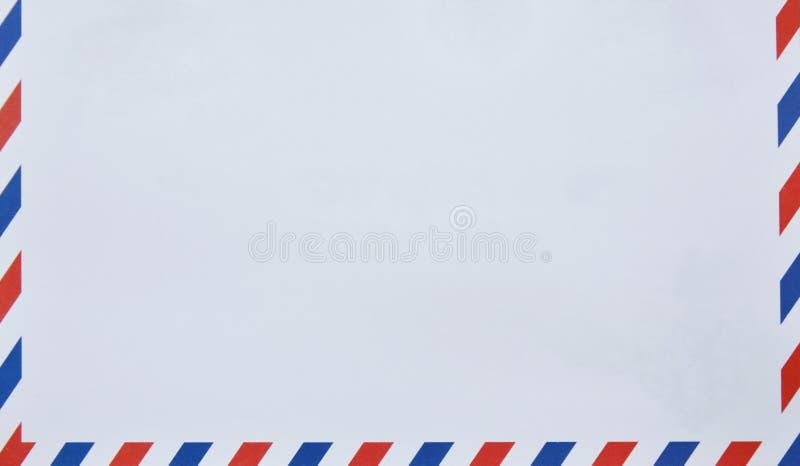 Busta con rosso e blu sul confine nel fondo bianco fotografia stock libera da diritti