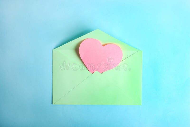 Busta della menta con cuore rosa immagini stock