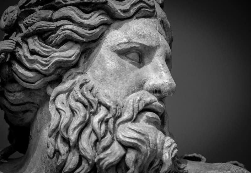 Buste antique d'un dieu du Nil images stock
