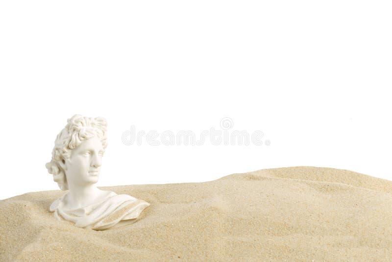 Buste d'Apollo sur le sable photos libres de droits