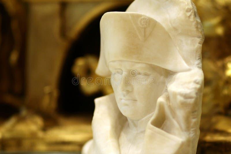 Buste de Napoleon Bonaparte sur le fond d'or photo stock