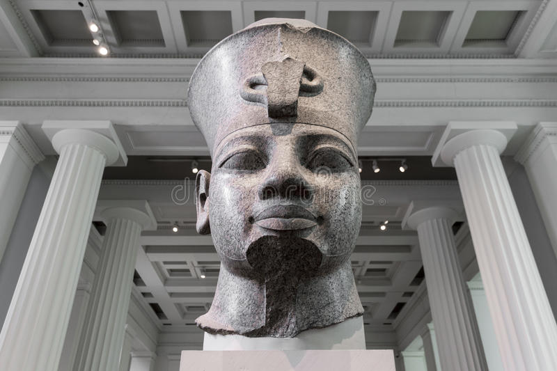 Buste rouge de granit d'Amenhotep III dans British Museum photo libre de droits