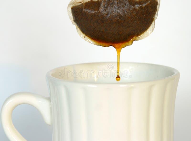 Bustina di tè della sgocciolatura fotografie stock