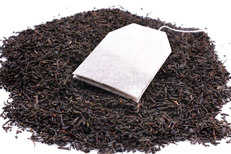Bustina di tè e foglie di tè secche fotografia stock