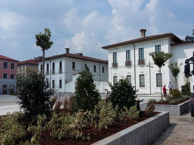 Busto Arsizio意大利再开对交通的维托里奥Emanuele II正方形 免版税库存照片