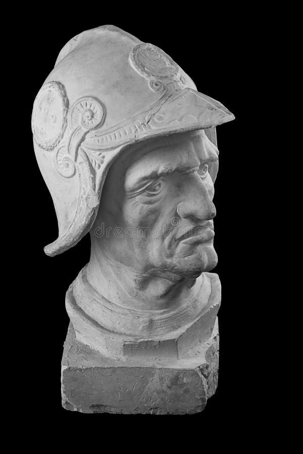 Busto branco do emplastro, retrato escultural do guerreiro na armadura e capacete imagens de stock royalty free