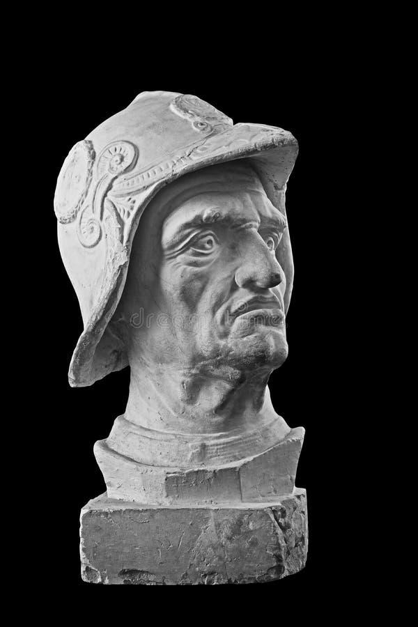 Busto branco do emplastro, retrato escultural do guerreiro na armadura e capacete fotos de stock royalty free