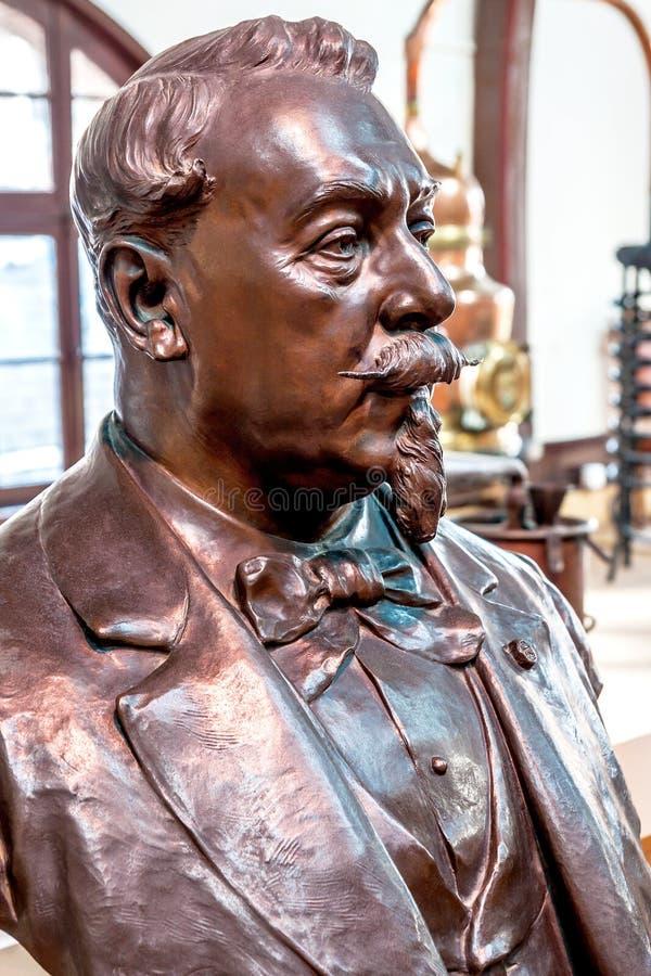 Busto de Alexandre Le Grand, el fundador de la destilería Bénédictine del licor imagen de archivo libre de regalías