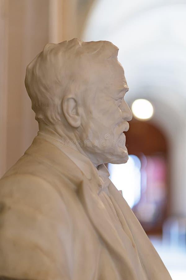 Busto de Andrew Carnegie no palácio da paz fotos de stock
