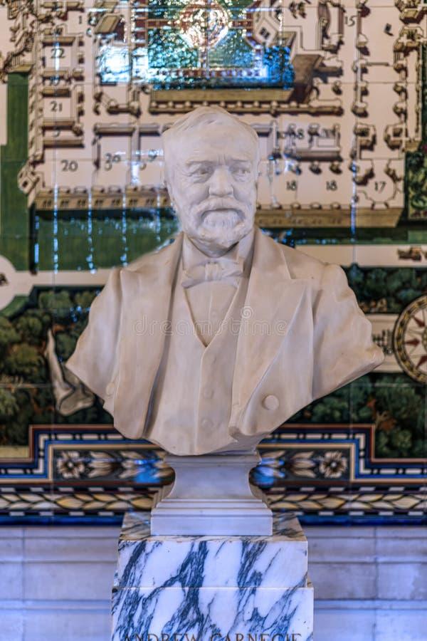 Busto de Andrew Carnegie no palácio da paz foto de stock
