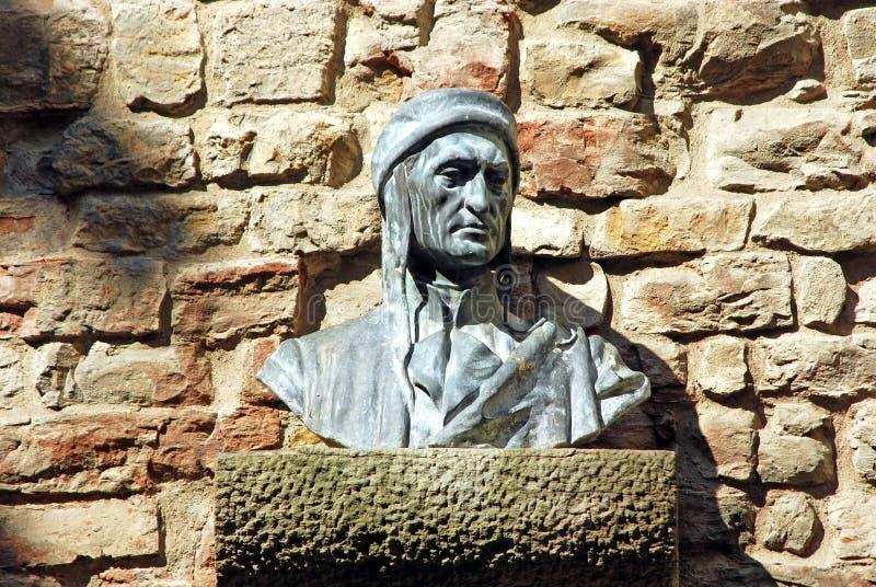 Busto de Dante en un callejón en Florencia - Toscana - Italia fotografía de archivo