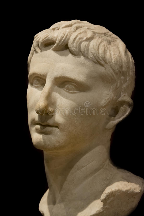 Busto de Roman Emperor Augustus no museu da arqueologia de Istambul, Turquia imagens de stock royalty free