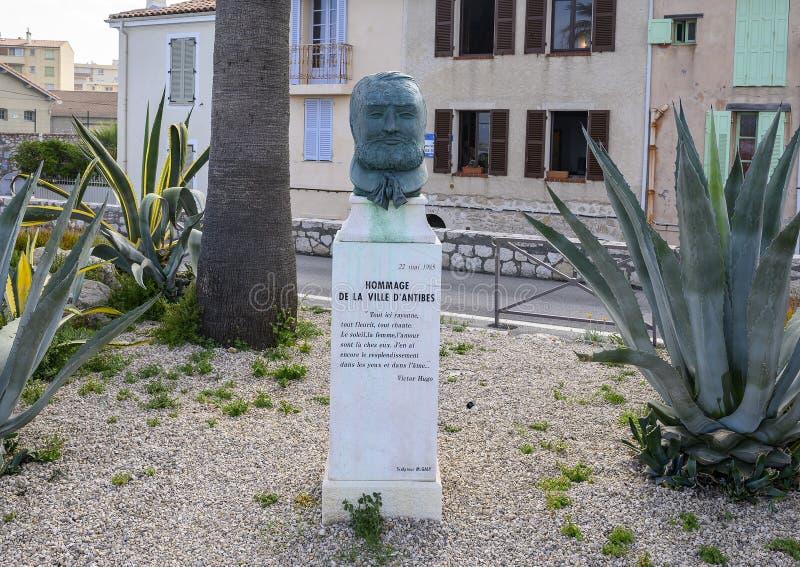 Busto de Victor Hugo por el escultor Monique Galy en Antibes, Francia imagenes de archivo
