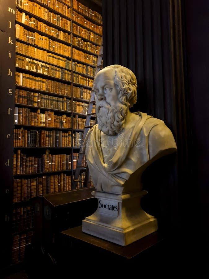 Busto della biblioteca di Trinity College di Socrates immagini stock