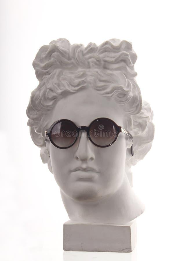 Busto o del yeso en vidrios imagen de archivo