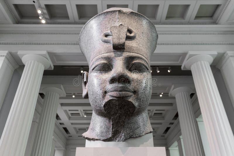 Busto vermelho do granito de Amenhotep III em British Museum foto de stock royalty free