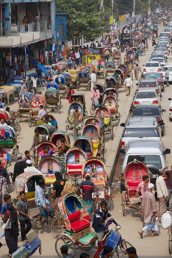 Busy-verkeer in het centrale deel van de stad Dhaka, Bangladesh stock afbeelding